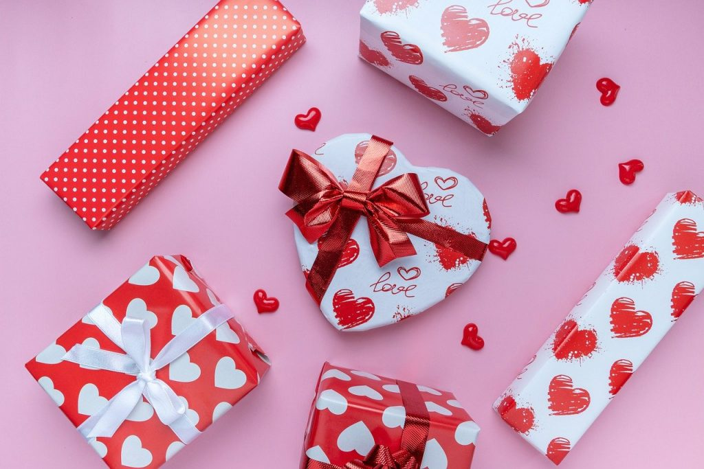 valentine, gifts, flat lay-5954177.jpg